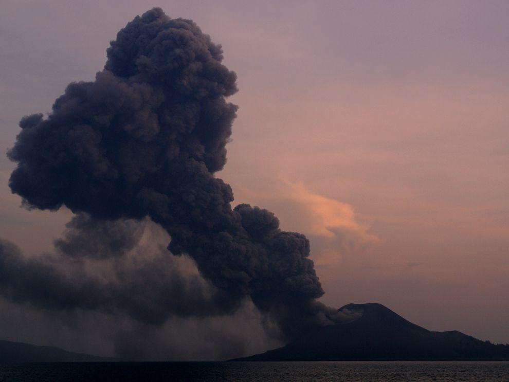Krakatoa Erupts - National Geographic Society