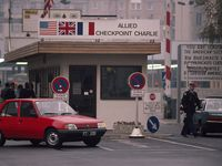Photo: Checkpoint Charlie, in the American sector at the Berlin Wall