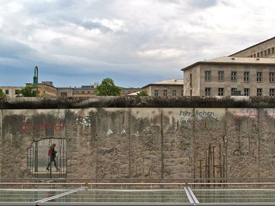 Photo: A sneak peak behind the Berlin Wall.