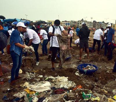 <p>This lesson will teach&nbsp;students how to conduct&nbsp;field research on plastic waste. Here, volunteers clean up&nbsp;trash&nbsp;at Versova Beach in Mumbai, India.</p>
