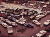 An image of a traffic backup at a fueling station due to the energy crisis in the USA.