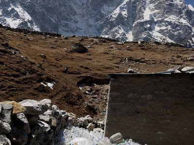 DRN1DN Plastic bottles problem at a tea house on the Everest Base Camp trek