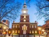 Photo of Independence Hall at night.