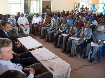 Local authorities of Boffa, Guinea, meet with an Ambassador of the Kingdom of the Netherlands, the Special Representative of the Secretary-General and Head of the United Nations Mission for Ebola Emergency Response, and others in February 2015.